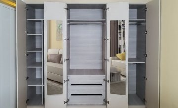 Hinged wardrobes with mirror